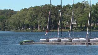 La saison se prépare dans le Morvan autour du lac des Settons. Les professionnels s'activent et les visiteurs aimeraient bien un peu plus d'ambiance. (France 3)