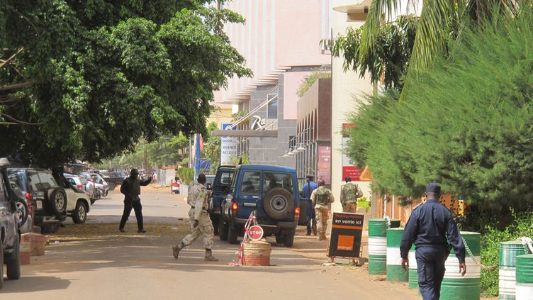 (Les abords de l'hôtel Radisson Blu de Bamako, vendredi après-midi. © David Baché/Radio France)