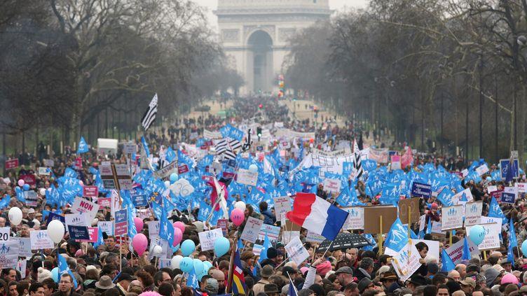 Des opposants au mariage des homos manifestent à Paris le 13 janvier 2013. (THOMAS SAMSON / AFP)