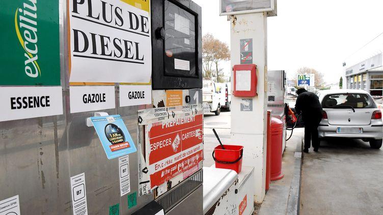 Une station service en pénurie de diesel, à Carcassonne (Aude), le 20 novembre 2018. (MAXPPP)