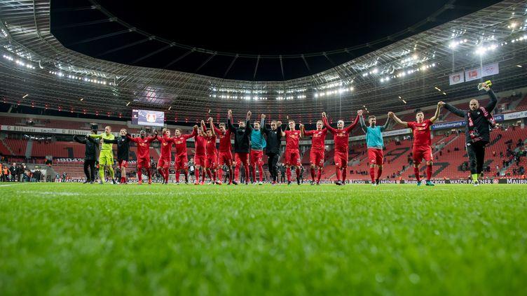 Les joueurs de Leipzig célèbrent leur victoire contre Leverkusen (THOMAS EISENHUTH / ZB)