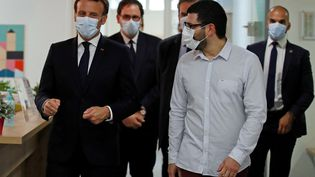 Emmanuel Macron a visité la Maison de santé pluridisciplinaire de Pantin (Seine-Saint-Denis), mardi 7 avril. (GONZALO FUENTES / POOL)