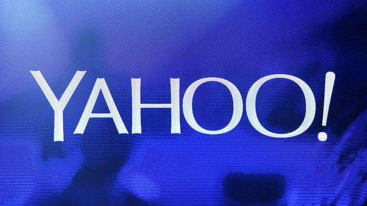 """Le logo de Yahoo! lors d'une """"keynote"""",le 7 janvier 2014 au CES de Las Vegas (Etats-Unis). (ETHAN MILLER / GETTY IMAGES NORTH AMERICA)"""