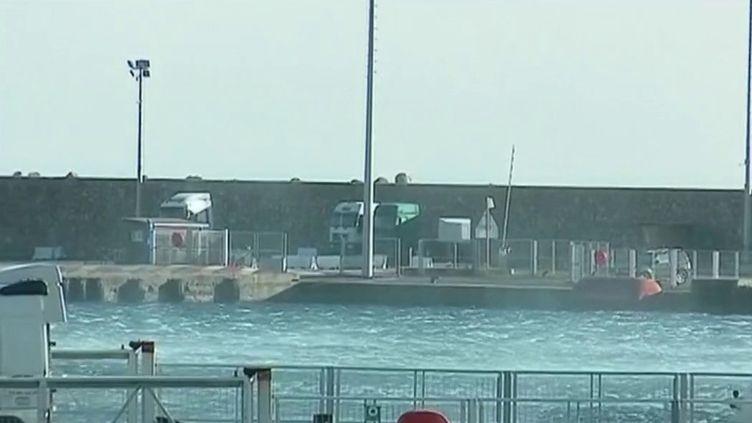 Mardi 11 février, la tempête Ciara s'est déchaînée sur la Corse. Des rafales à 150 et même à plus de 200 km/h, la vie sur l'île de Beauté a été perturbée. (France 2)