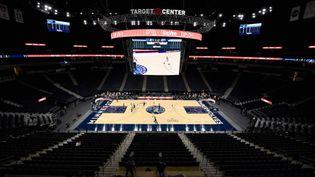 La salle des Minnesota Timberwolves, le Target Center, sans spectateur durant un match de pré-saison contre les Memphis Grizzlies le 12 décembre. (HANNAH FOSLIEN / GETTY IMAGES NORTH AMERICA / AFP)
