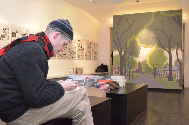 Chris Ware à la Galerie Martel, lors de son exposition en 2013. (Isabelle Bréhat)