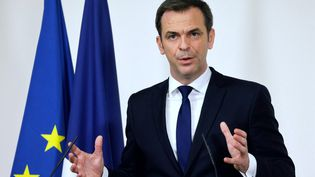 Le ministre de la Santé, Olivier Véran, s'exprime en conférence de presse, le 11 mars2021, à Paris. (LUDOVIC MARIN / AFP)