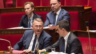 Le député PRG Joël Giraud, rapporteur du budget à l'Assemblée nationale, au côté du ministre de Gérald Darmanin, l'Action et des Comptes publics. (JACQUES WITT/SIPA)