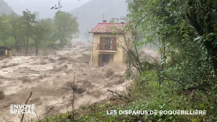 """. """"On a fait ce qu'on a pu, on ne pouvait pas faire plus"""", témoignent les voisins du couple emporté par les flots à Roquebillière (ENVOYÉ SPÉCIAL  / FRANCE 2)"""