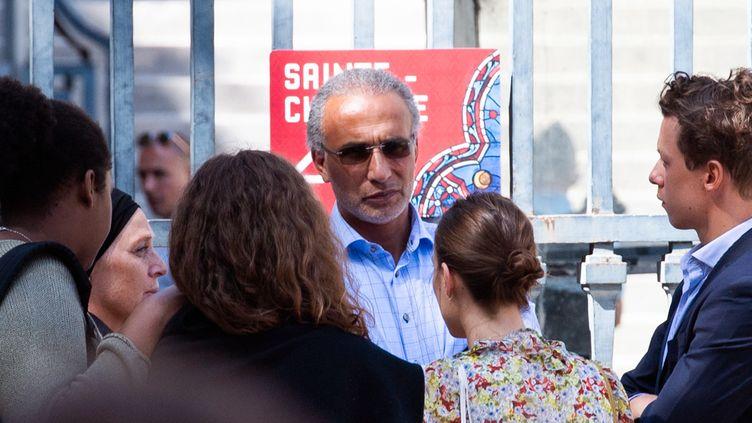 Tariq Ramadan quitte le palais de justice de Paris, le 30 août 2019. (MARTIN BUREAU / AFP)