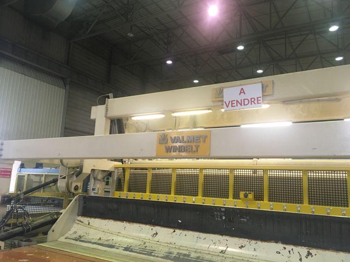 Les grosrouleaux de la machine servaient à fabriquer du papier journal recyclé, à base de vieux journaux, de magazines ou de prospectus (GREGOIRE LECALOT / RADIO FRANCE)