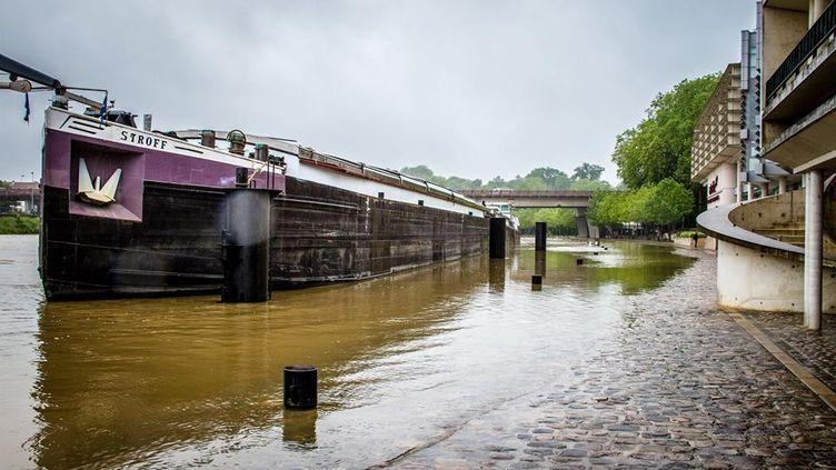 Un quai de la Seine lors des inondations qui touchent Melun (Seine-et-Marne), le 1er juin 2016. (JULIEN MENERET)