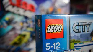 Des jeux Lego dans un magasin du centre de Londres (Royaume-Uni), le 5 novembre 2014. (LEON NEAL / AFP)