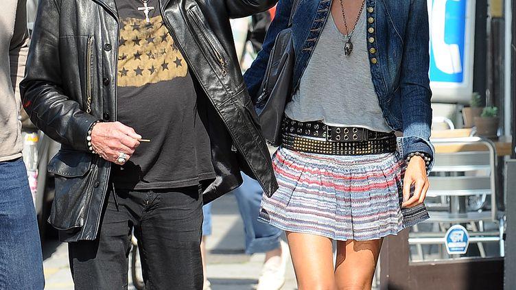 Johnny Hallyday et sa femme, Laeticia, à Los Angeles (Californie), le 14 mai 2010. (GABRIEL BOUYS / AFP)