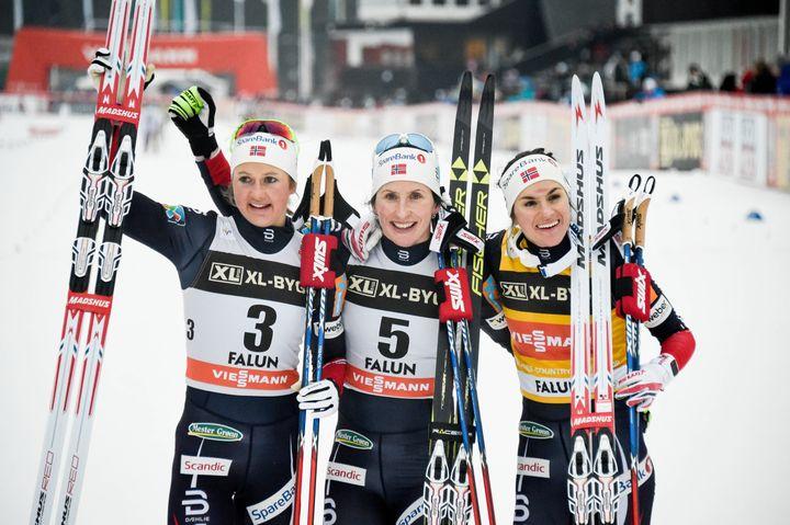 Après une longue pause dans sa carrière, l'expérimentée Marit Björgen (au centre) compte bien rivaliser avec ses compatriotes norvégiennes, Ingvild Flugstad Ostberg (à gauche) et Heidi Weng (à droite).