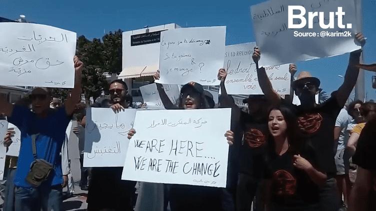 Collectif Fater manifeste pour le droit de manger en public pendant le ramadan à Tunis. (Brut)
