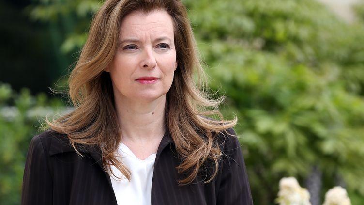 Valérie Trierweilerdans les jardins de l'Elysée, le 7 mai 2013à Paris. (THOMAS SAMSON / AFP)