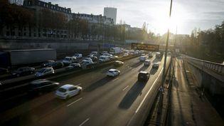 La préfecture de police de Paris recommande de réduire sa vitesse de 20 km/h en raison d'une pollution à l'ozone. (THOMAS PADILLA / MAXPPP)
