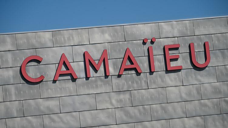 L'enseigne de prêt-à-porter Camaïeu va être reprise par la Financière immobilière bordelaise, qui s'engage à garder 2 659 salariés sur les 3 100 actuels. (DENIS CHARLET / AFP)