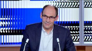 Patrick Courilleau, vice-président de Cergy Paris Université, était l'invité du journal de 23 heures de franceinfo, samedi 27 juin. Il a fait le point sur le flou autour de la prochaine rentrée universitaire. (FRANCEINFO)