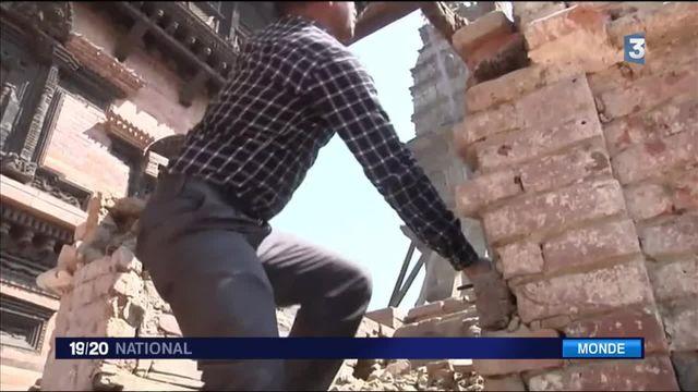 Népal : un an après le séisme, le cauchemar continue