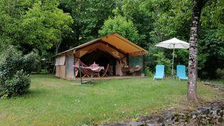 Illustration d'une tente dans un camping. (FLAVIEN GROYER / FRANCE-BLEU PÉRIGORD)