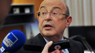 L'ancien maire de Tours (Indre-et-Loire) et sénateur (PS) Jean Germain, annonçant sa défaite aux municipales, le 30 mars 2014, à Tours. (GUILLAUME SOUVANT / AFP)