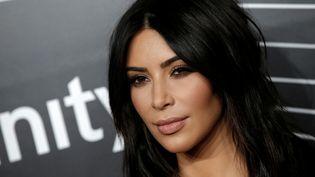 Kim Kardashian pose lors du photo-call des Webby Awards, le 16 mai 2016, à New York (Etats-Unis). (MIKE SEGAR / REUTERS)