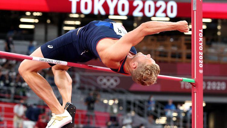 Le Français Kevin Mayer à l'épreuve de la hauteur du décathlon, le 4 août 2021 aux Jeux olympiques de Tokyo. (EPA/DIEGO AZUBEL via MaxPPP)