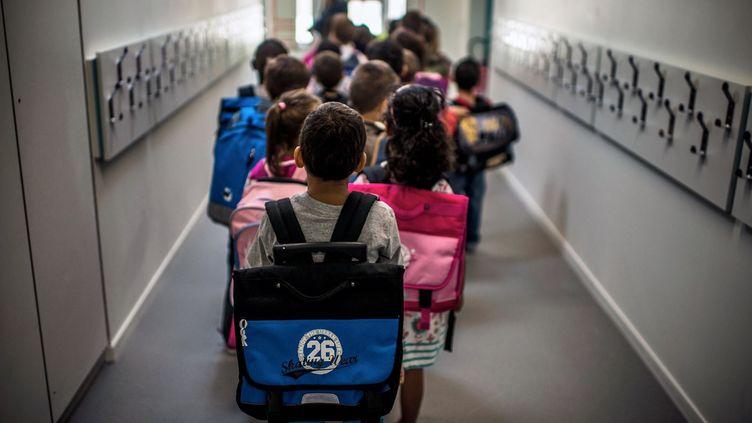 Des enfants lors de la rentrée scolaire, le 3 septembre 2013 à Lyon (Rhône). (JEFF PACHOUD / AFP)