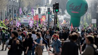 Manifestation des étudiants, des cheminots et des agents de santé contre les réformes du gouvernement, à Paris, le 13 avril 2018. (MAXPPP)