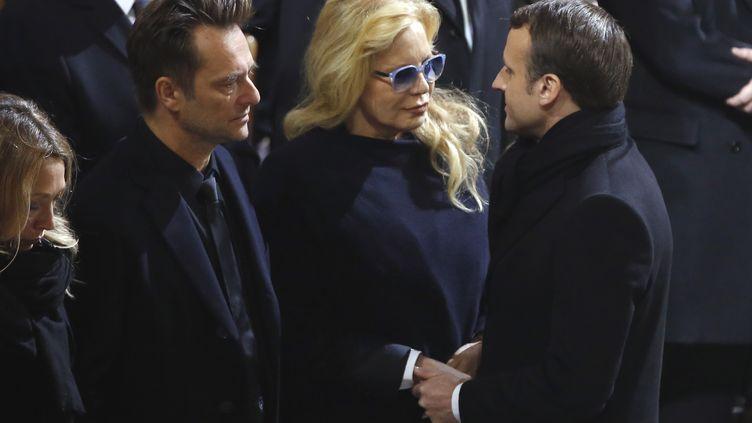 Emmanuel Macron (droite) salue David Hallyday et Sylvie Vartant à l'église de La Madeleine, à Paris, le 6 décembre 2017. (AFP)