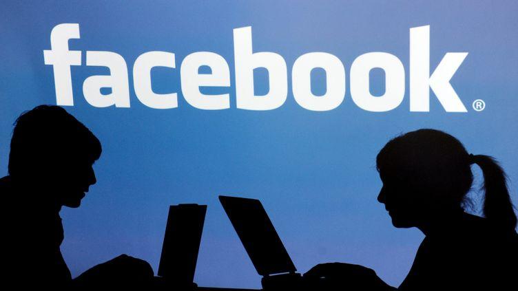 Sur Facebook, certains utilisateurs partent pour mieux revenir. (ARMIN WEIGEL/DPA/MAXPPP)