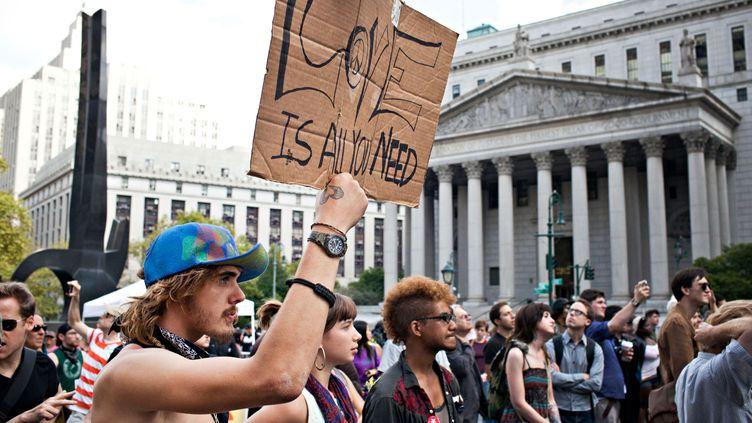 Des militants d'Occupy Wall Street manifestent devant la Bourse de New York (Etats-Unis), le 16 septembre 2012. (ANDREW BURTON / GETTY IMAGES NORTH AMERICA / AFP)