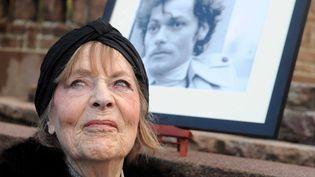 Mado Maurin devant le portrait de son fils Patrick en 2009  (PHOTOPQR/OUEST FRANCE)
