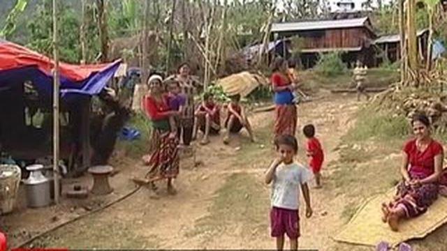 Séisme au Népal : des régions entières coupées du monde