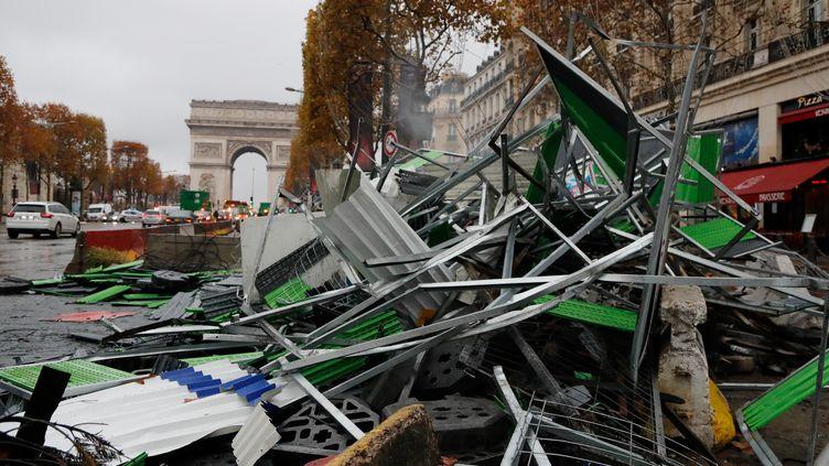 Les Champs-Elysées à Paris, dimanche 25 novembre, au lendemain de la manifestation des gilets jaunes. (FRANCOIS GUILLOT / AFP)