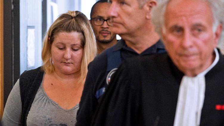 Cécile Bourgeon, mère de Fiona, au tribunal de Riom le 5 septembre. (THIERRY ZOCCOLAN / AFP)