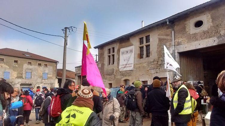 Les manifestants se sont rejoints à Bure (Meuse). (MAGALI FICHTER / RADIO FRANCE)