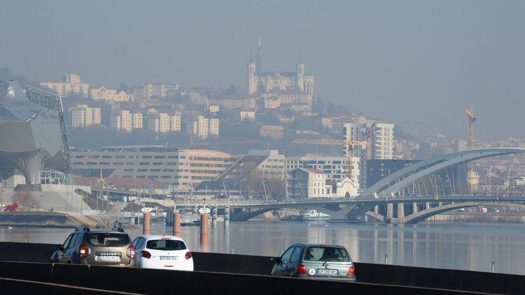 La pollution sur l'A7 à l'entrée de Lyon, le 27 février 2019. (MAXPPP)
