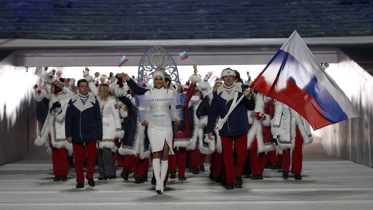 Les athlètes russes défilent lors de la cérémonie d'ouverture des Jeux de Sotchi (Russie), le 7 février 2014. (PHIL NOBLE / REUTERS)