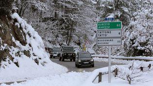 Route pour accéder à la ville de Vivario en Corse, le 15 janvier 2017. (PASCAL POCHARD-CASABIANCA / AFP)