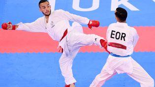 Le karatéka Steven Da Costa face à Hamoon Derafshipour dans son premier combat des Jeux olympiques de Tokyo, jeudi 5 août. (MILLEREAU PHILIPPE / KMSP / AFP)