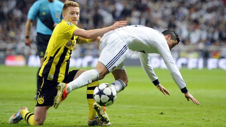 C. Ronaldo trébuche devant Reus (DANI POZO / AFP)