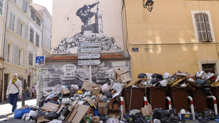 Les poubelles s'accumulent dans les rues de Marseille (Bouches-du-Rhône), le 16 octobre 2017. (MAXPPP)