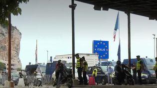 L'Italie a rouvert ses frontières, mercredi 3 juin. Les Européens peuvent de nouveau entrer dans le pays. De nombreux touristes français ont afflué du côté de Vintimille (Italie), à la frontière franco-italienne. (FRANCE 2)