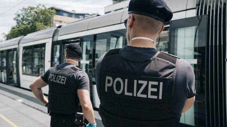 Des policiers allemands à Kehl (Allemagne), le 26 mai 2020. (MATHIAS ZWICK / HANS LUCAS / AFP)