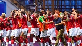 Les joueurs de foot de Madagascar célèbrent leur victoire face au Nigéria 2 - 0 à Alexandrie (Egypte) pour la CAN 2019, le30 juin 2019. (GIUSEPPE CACACE / AFP)