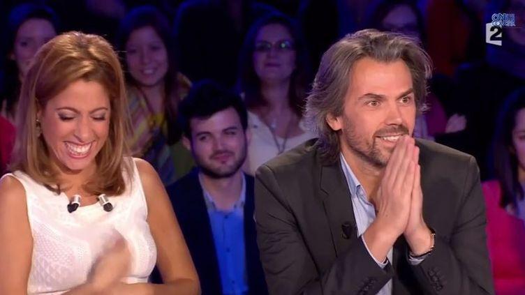 """Capture d'écran du fou rire survenu sur le plateau de l'émission """"On n'est pas couché"""", le 1er novembre 2014, sur France 2. (ON N'EST PAS COUCHE / YOUTUBE)"""