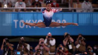 Simone Biles a fait son retour à la compétition lors de la finale de la poutre, mardi 3 août, et l'Américaine a décroché la médaille de bronze. (ALI ATMACA / ANADOLU AGENCY)